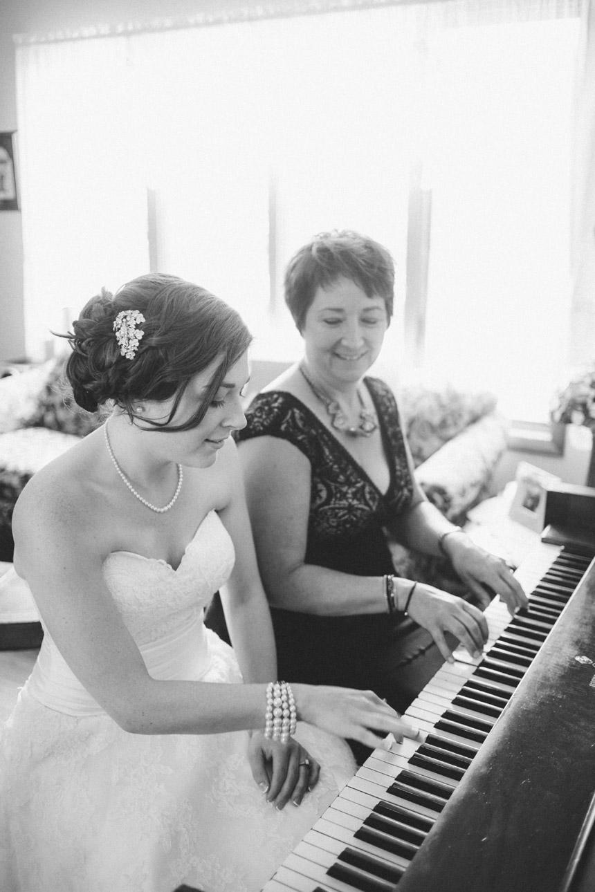 Tiffany & Brian Glenmaura Scranton Wedding Photography 015